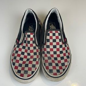 Vans kids checkered black and red old school shoe